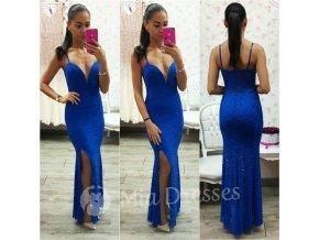 Modré čipkované šaty s hlbokým výstrihom