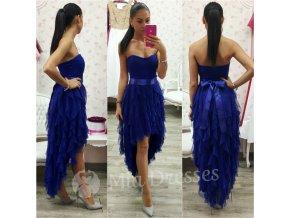 Modré asymetrické šaty so stuhou