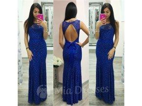 Modré čipkované šaty s odhaleným chrbtom